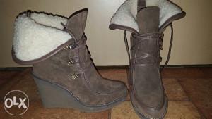 Zenske cizme br36