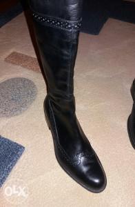 ženske kožne čizme - nove br.39