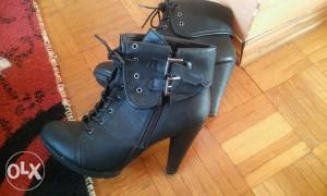 Kratke čizme, broj 38, crne