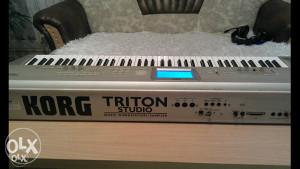 Klavijatura korg triton studio