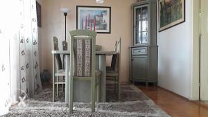 Trepezarijski sto i stolice