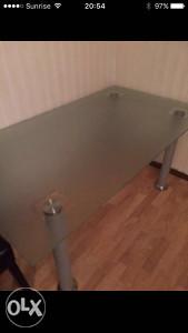 Kuhinjski stakleni sto