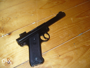 Airsoft pištolj KJW
