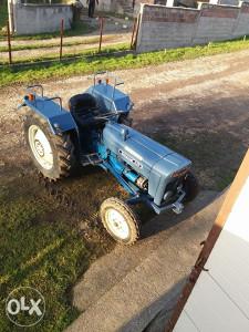 Traktor ford dexton