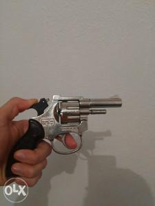 pistolj plasljivac