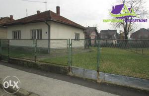 Kuća površine 84 m2 u osnovi na placu od 451 m2!