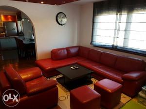 Ugaona,fotelja I dva taburea