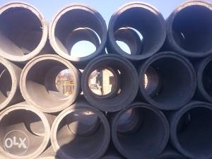betonske cijevi i kocka