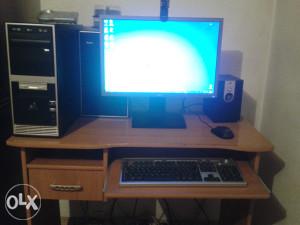 Racunar Pentium (R) Dual Core CPU 2x3.06 GHz 2GB RAM