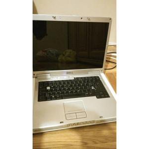Dell Inspirion 6400, kvar na lijevoj baglami.