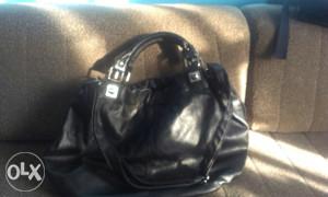 Crna potpuno nova velika torba