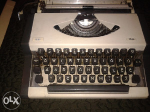 pisaću mašinu