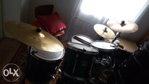 Akusticni bubanj yamaha stage custom