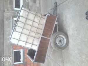 auto prikolica sa rezervoarom za vodu