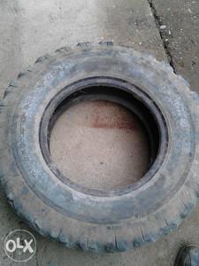guma za traktorsku prikolicu