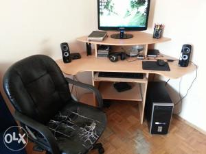 ugaoni sto za računar