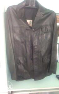 Ženska,crna kožna jakna,broj 46