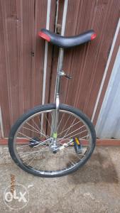 Prodajem Monocikl(jedan točak)-novo