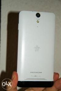 Mediacom X510U; Octa Core, 1GB RAM, 13Mpx