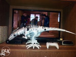 Dinosaur na baterije sa daljinskim
