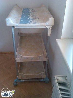 Stol za presvlaćenje i kupanje bebe