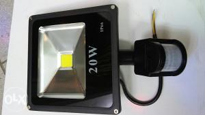 LED REFLEKTOR TANKI SA SENZOROM 20W