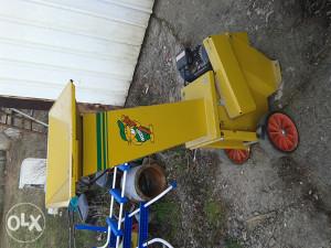Mašina za mljevenje drveta.