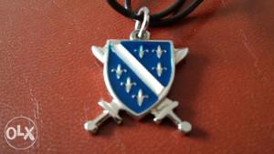 Grb Armije R BiH sa mačevima sa kožnom ogrlicom