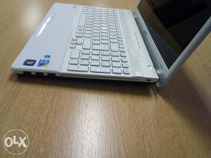 Laptop Sony i3 / 4GB RAM/ 320GB HDD