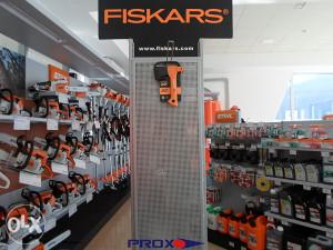 sjekira fiskars x5 -> PROX.olx.BA