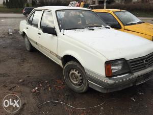 Opel Ascona 1.6 benzin odjavljena nece da vergla