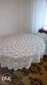 okrugli stol-puno drvo