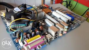Matična ploča ASrock + procesor C2D 1,86 GHz