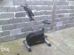 Sobno ili kućno biciklo za vježbanje.