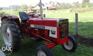 traktor international 383