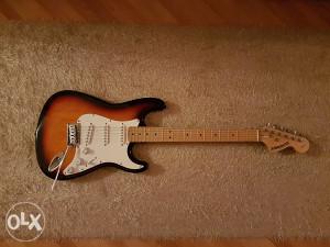Starcaster strat by Fender + KORG tuner EXTRA PONUDA!!!