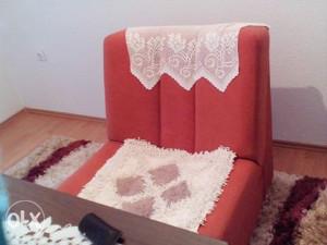 dva trosjeda i fotelja