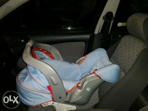 Auto sjedalica za bebe i nosiljka proizvođaca Graco