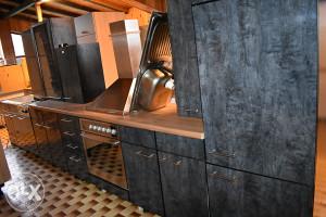 kuhinja visoki sjaj 450 cm sa aparatima