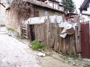 devastirana kuća (40m2) na parceli od 174m2-Bistrik