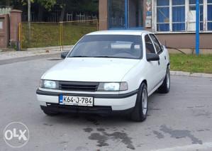 Opel Vectra 1.6 Plin
