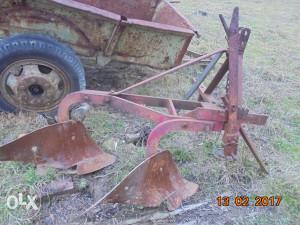 Traktorski plug