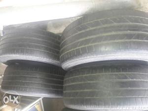Bridgestone 255 45 18.4komada.