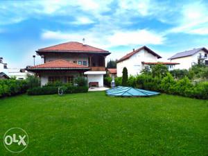 Kuća 450m2, Ilidža Butmir, 1.500m2 zemlje