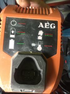 Punjac za aku busilicu AEG