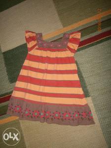 Divna ljetna haljinica,marke Zara.Broj 110