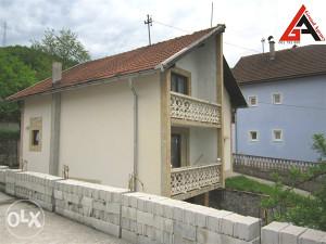 Kuća 100 m2 sa garažom i 700 m2 okućnice - Zenica