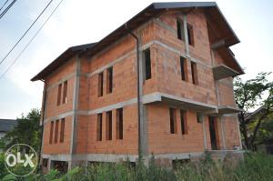 PRODAJE SE nedovršena kuća na Stupu